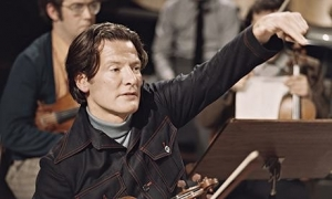 neville-marriner-young-with-violin-theguardian-com
